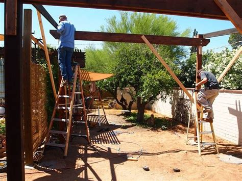 come montare una tettoia in legno costruire un pergolato pergole tettoie giardino