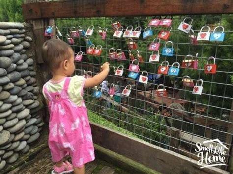 Gembok Cinta Di Farmhouse jalan jalan ke lembang farmhouse rumah hobbit smell like home