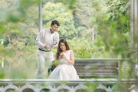 pre wedding photography props pre wedding photography singapore at botanic gardens