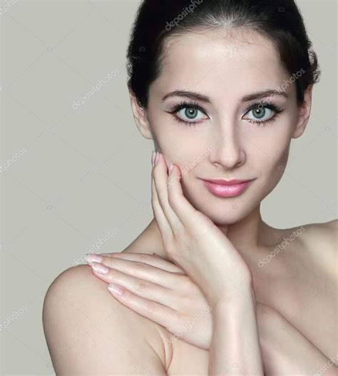 Closeu Portrait Of Beautiful Naked Woman With Hand On Face And Should Stock Photo Nastia