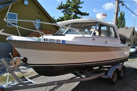 bayliner explorer boats 1984 bayliner trophy explorer 2070 with alaskan bulkhead