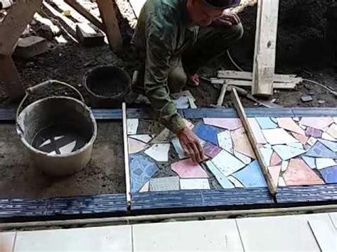 pasang keramik teras warna warni doovi