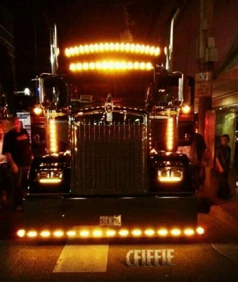 kenworth 18 wheeler for big rig at night with chicken lights big rigs at night