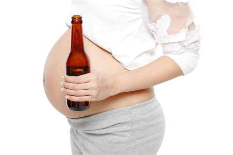 minum alkohol  hamil bisa mengubah wajah bayi uzone