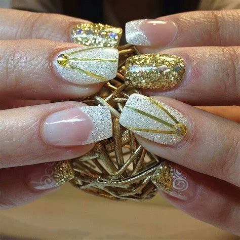 imagenes de uñas en negro con dorado u 241 as doradas y plateadas modelos con dise 241 os elegantes