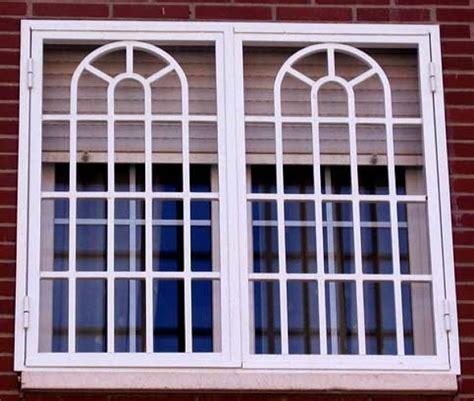 foto ventana tipo gotico sercha medio arco de aluminio