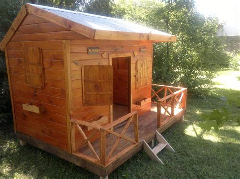 Handmade Wooden Playhouse - pallet playhouse