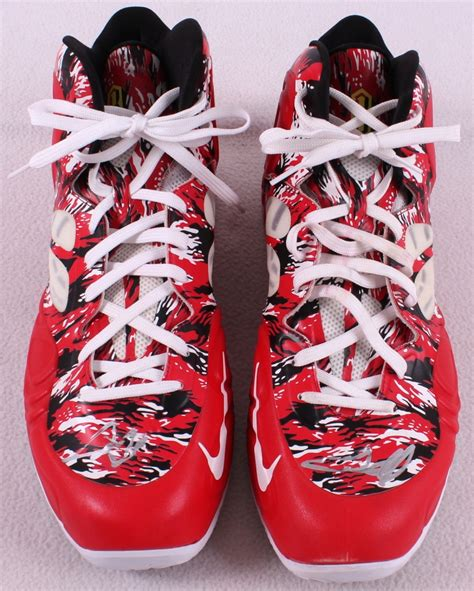 chris bosh basketball shoes sports memorabilia auction pristine auction