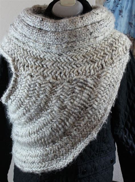 crochet pattern katniss cowl 56 best katniss cowl images on pinterest cowls ponchos