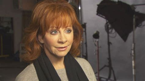 Inside Edition Hairstyles | reba mcentire plans tribute to vegas shooting victims as