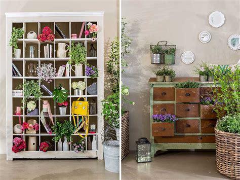 piante per casa ceste in vimini e bottiglie rivestite originali