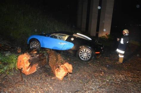 bugatti chiron crash bugatti veyron crash in austria off 40 foot drop