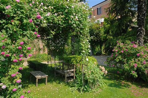 terrazze giardino progettare un giardino in collina fai da te in giardino