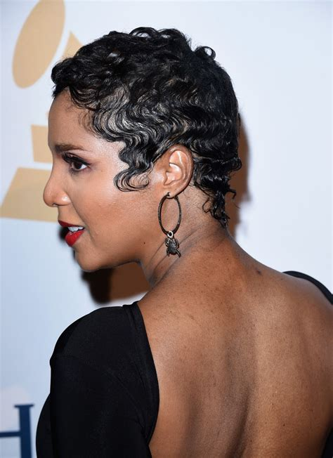 how to do toni braxton curly hair toni braxton 57th annual grammy awards pre l9xry3mgexbx