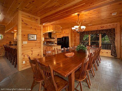 8 bedroom cabins in gatlinburg gatlinburg cabin eight is enough 8 bedroom sleeps 28