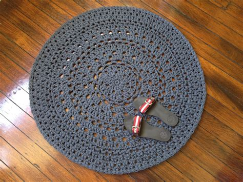 Chompa Handmade - grey doily crochet rug handmade with fabric yarn in grey