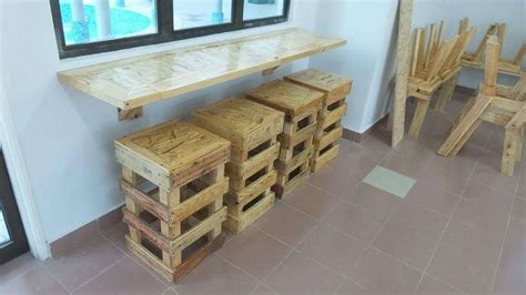 Diy Pallet Wall Hanging Desk With 4 Stools 99 Pallets Diy Hanging Desk