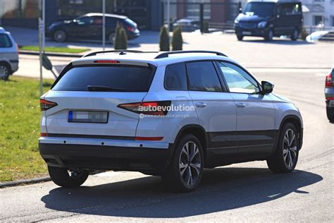 2018 skoda yeti replacement karoq gets into focus in new