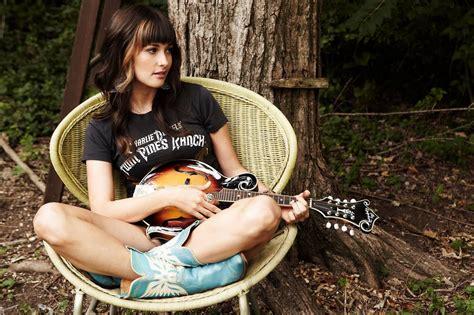 maren morris guitar player gallery megan luman beauty