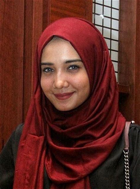 memakai hijab sesuai bentuk wajah tren hijab