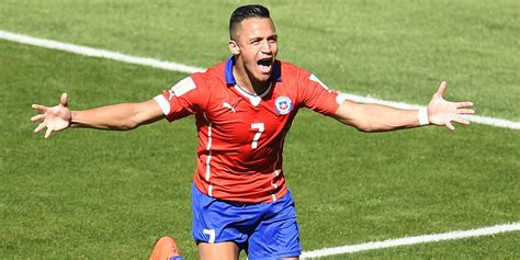 alexis sanchez lifestyle alexis s 225 nchez to complete 163 35m arsenal transfer huffpost uk