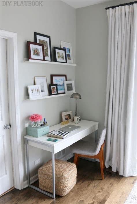 Small Desk Bedroom Best 25 Small Desk Bedroom Ideas On Pinterest Small Bedroom Office Decorating Small Bedrooms