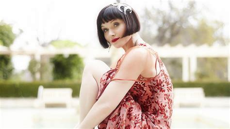 essie davis haircut essie davis as detective miss fisher is a wicked woman