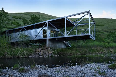 cantilever home river place home uses trusses to cantilever both ends