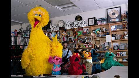 Npr Tiny Desk by Sesame Muppets Perform At Npr S Tiny Desk Boing Boing