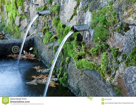 imagenes fuentes naturales de agua fuentes de agua naturales foto de archivo imagen 62743105