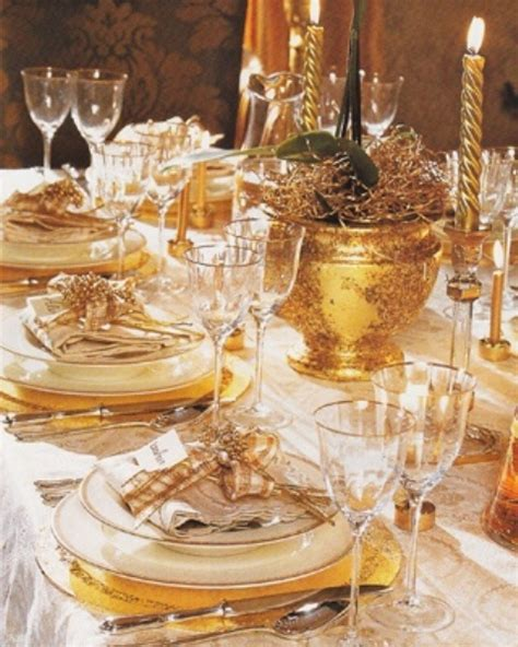 Gold Table Decorations by 31 Sparkling Gold D 233 Cor Ideas Digsdigs