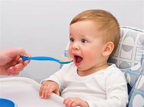 alimentazione per bambini di un anno quali cibi non pu 242 mangiare bambino 1 anno mamme magazine