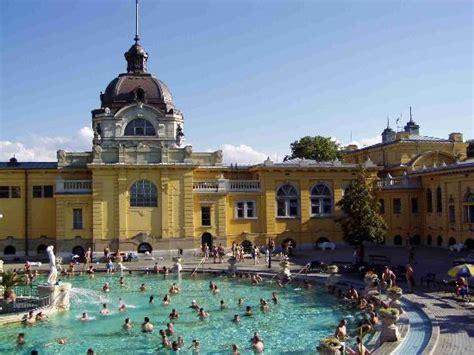 bagni termali budapest a budapest i bagni termali migliori viaggi low cost