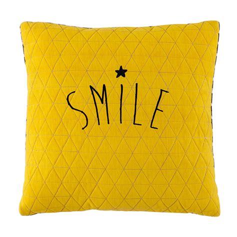 coussin jaune coussin jaune gris 40 x 40 cm smile maisons du monde