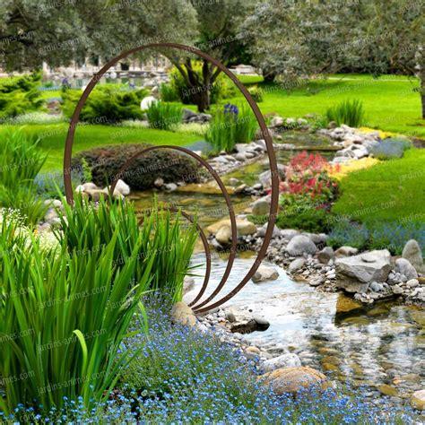Decoration Du Jardin by Sculpture De Jardin Ronde Anneaux De Fer Concentriques