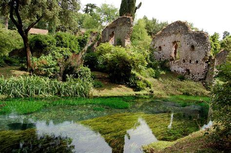 ninfa giardini giardino di ninfa un jard 237 n construido entre las ruinas