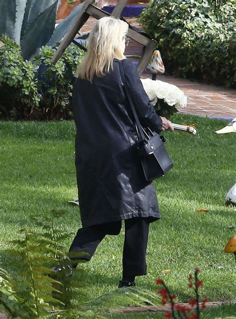 carrie fisher s home meryl streep photos photos flowers are delivered to