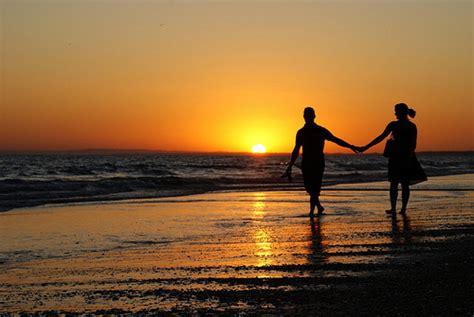 imagenes de parejas romanticas en la noche fotos parejas en la playa foroamor com