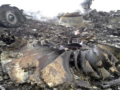 malaysia airlines mh 17 crash malaysia airlines mh17 shot down devastating images of