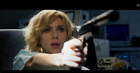 lucy film now tv johansson stars as super powered drug mule in lucy ny