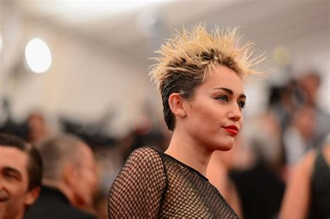 Miley Cyrus Shower by Miley Cyrus Spooked By Shower Spirits In Daily Dish