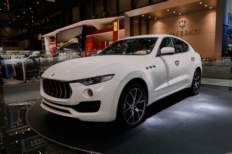 maserati jeep interior 2017 maserati levante preview