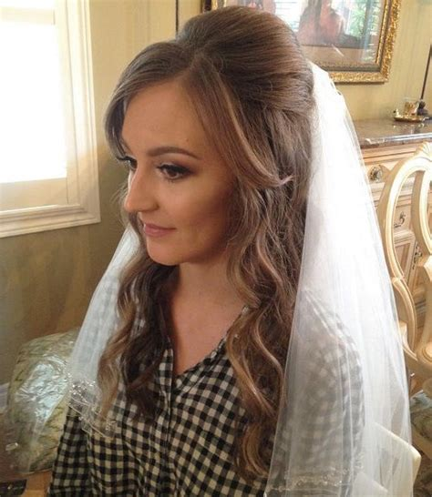 Half Up Wedding Hairstyles With Birdcage Veil by 1000 Ideas About Veil Hairstyles On Veils