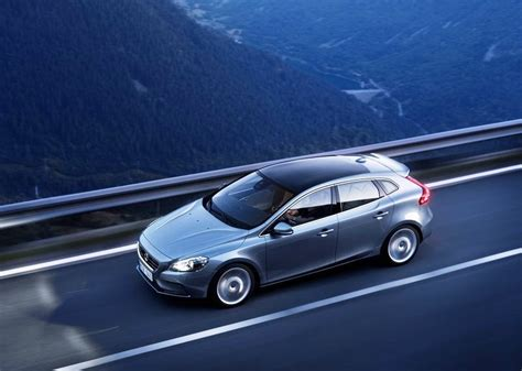 volvo v40 official pictures and to rival bmw x1 and