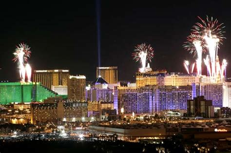 new year celebration in las vegas nv las vegas casinos celebrate new year with fireworks