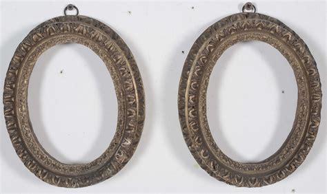 cornici ovali in legno coppia di cornici ovali in legno dorato e intagliato