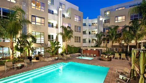 Vine Apartments by Oakwood At 1600 Vine