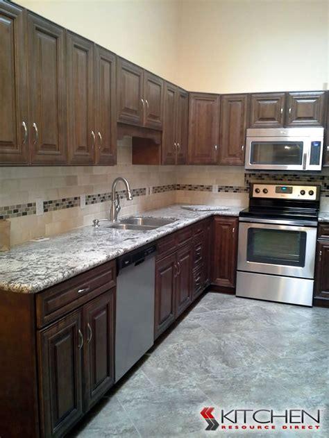 wholesale kitchen cabinets chocolate maple glaze kitchen 17 best images about backsplashes on pinterest bristol