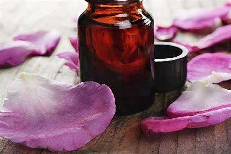 essenza di rosa alimentare olio essenziale di rosa propriet 224 e uso alimentare
