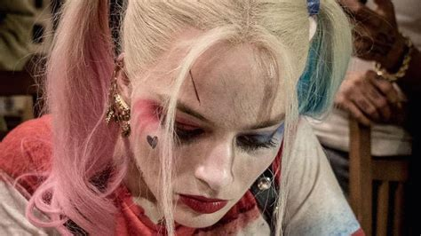 did margot robbie tattoo her suicide squad director on margot robbie s harley quinn gives tattoo in new suicide